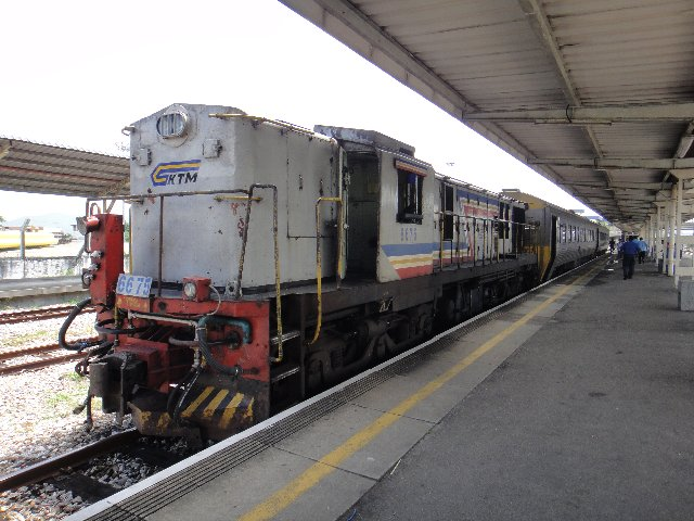 中は広いです。1列に1人座ります。 トイレ マレー鉄道の旅 バターワースからバンコクへ